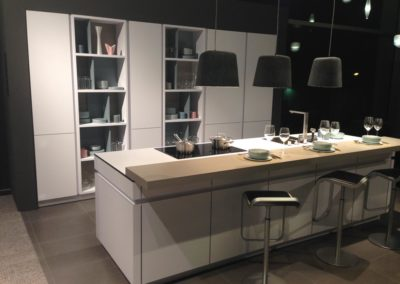 cuisine design contemporaine avec îlot central à Caen - Patrix