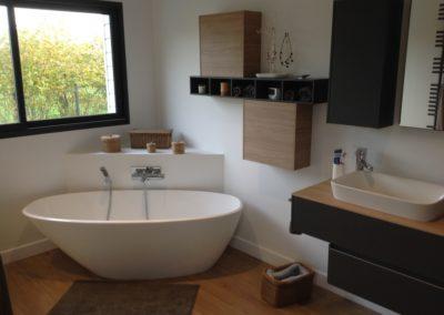 salle de bain avec baignoire à Caen