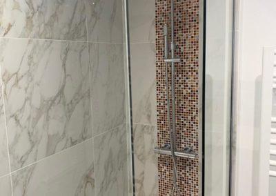 petite salle de bain avec douche italienne à Caen